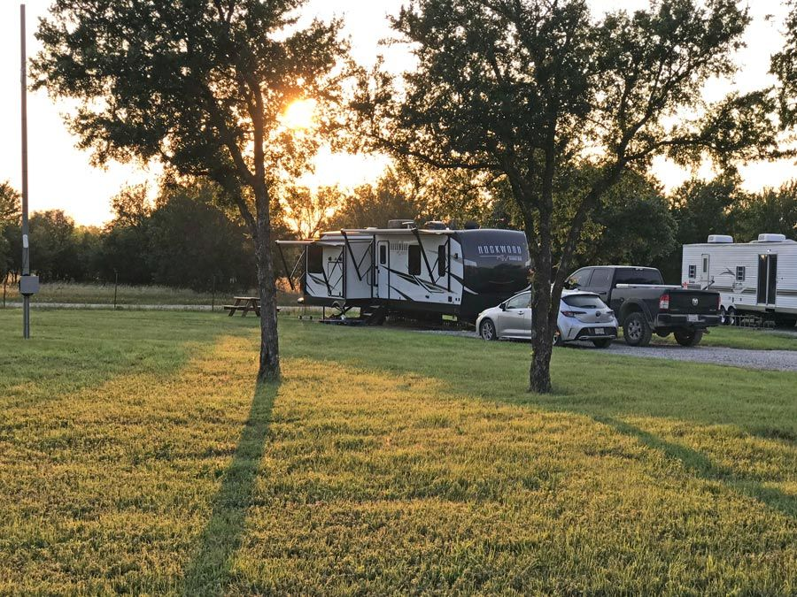 Large, level, shaded RV sites in Eastland, TX